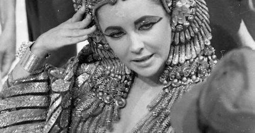 Film-Elizabeth-Taylor-bei-Dreharbeiten-zu-dem-Film-Cleopatra-.jpg