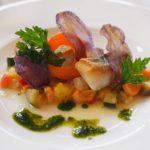 紫陽花前にお皿の上の華やぎを愛でる。横浜の有名イタリアンでランチ